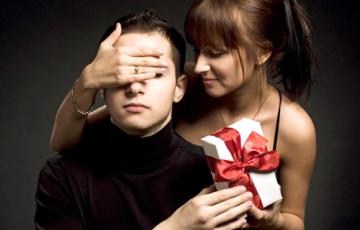 Что подарить мужчине в день рождения?