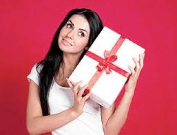 Купить подарок для любимой девушки